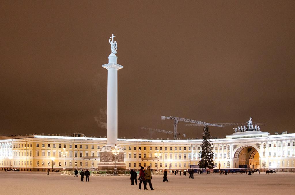 Вид на Александровскую колонну, Санкт-Петербург