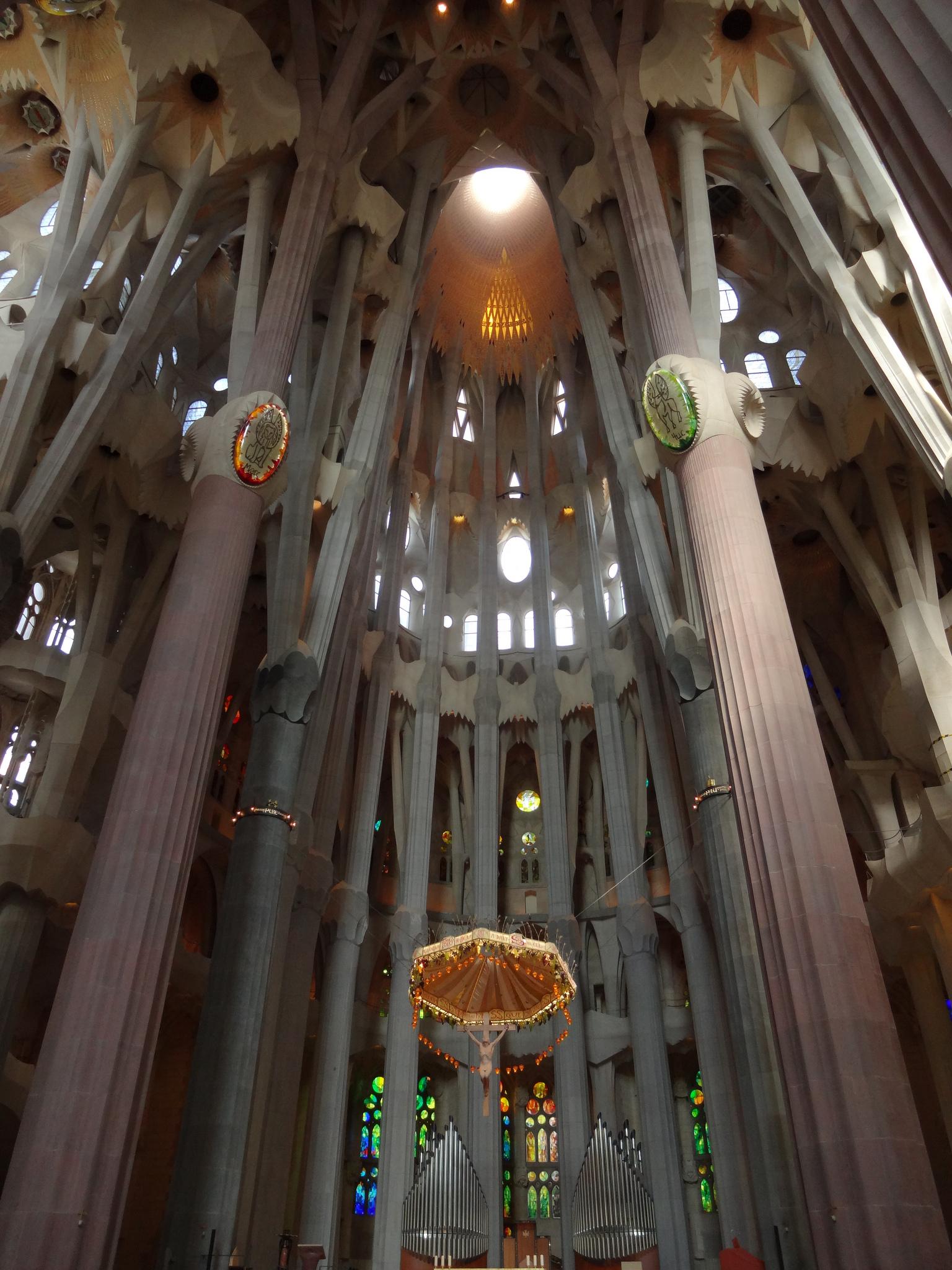Саграда Фамилия внутри, алтарная часть, Барселона