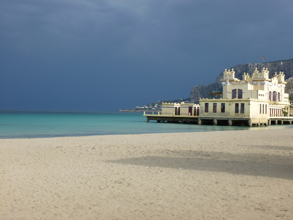 Вид на пляж Монделло, Палермо