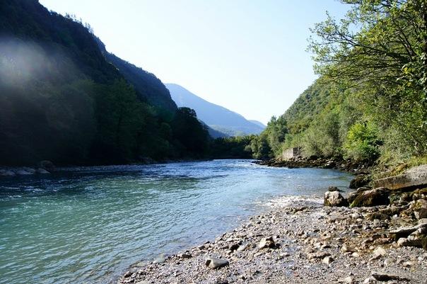 Река Бзыбь, Гагра, Абхазия.jpg