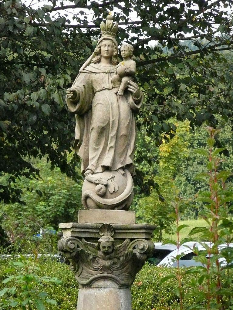 Статуя девы Марии в саду аббатства Нойбург, Гейдельберг