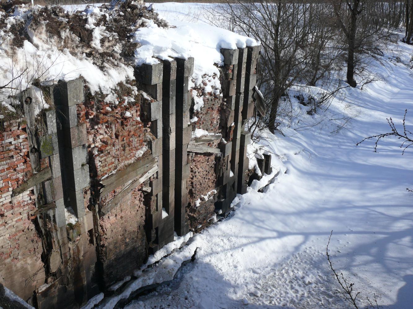 Вышневолоцкая водная система, остатки шлюзовых сооружений на Вишерском канале в Новгородской области