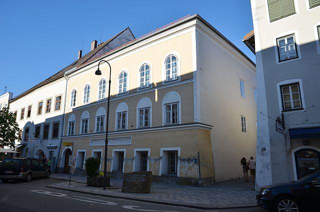 Birth house Adolf Hitler - Braunau am Inn - panoramio.jpg