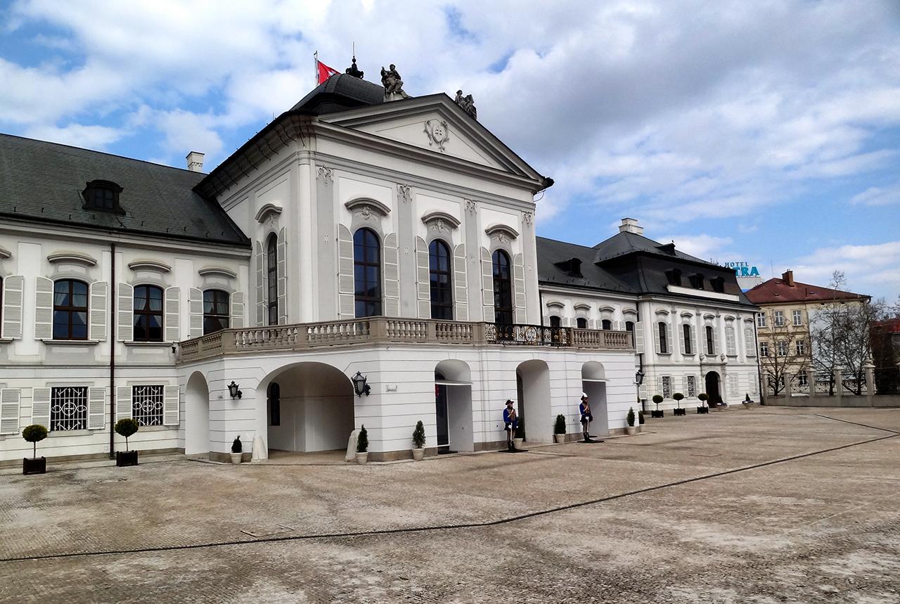 Замок Грашшалковичей, фасад