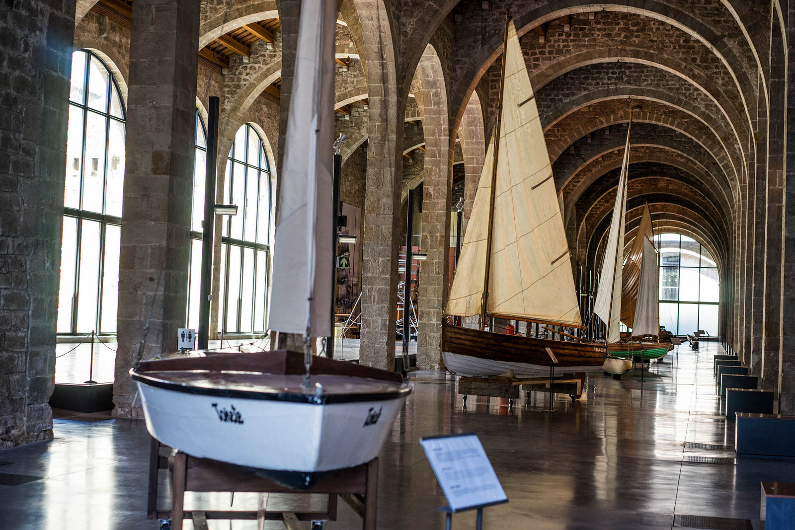 Морской музей Барселоны, интерьер
