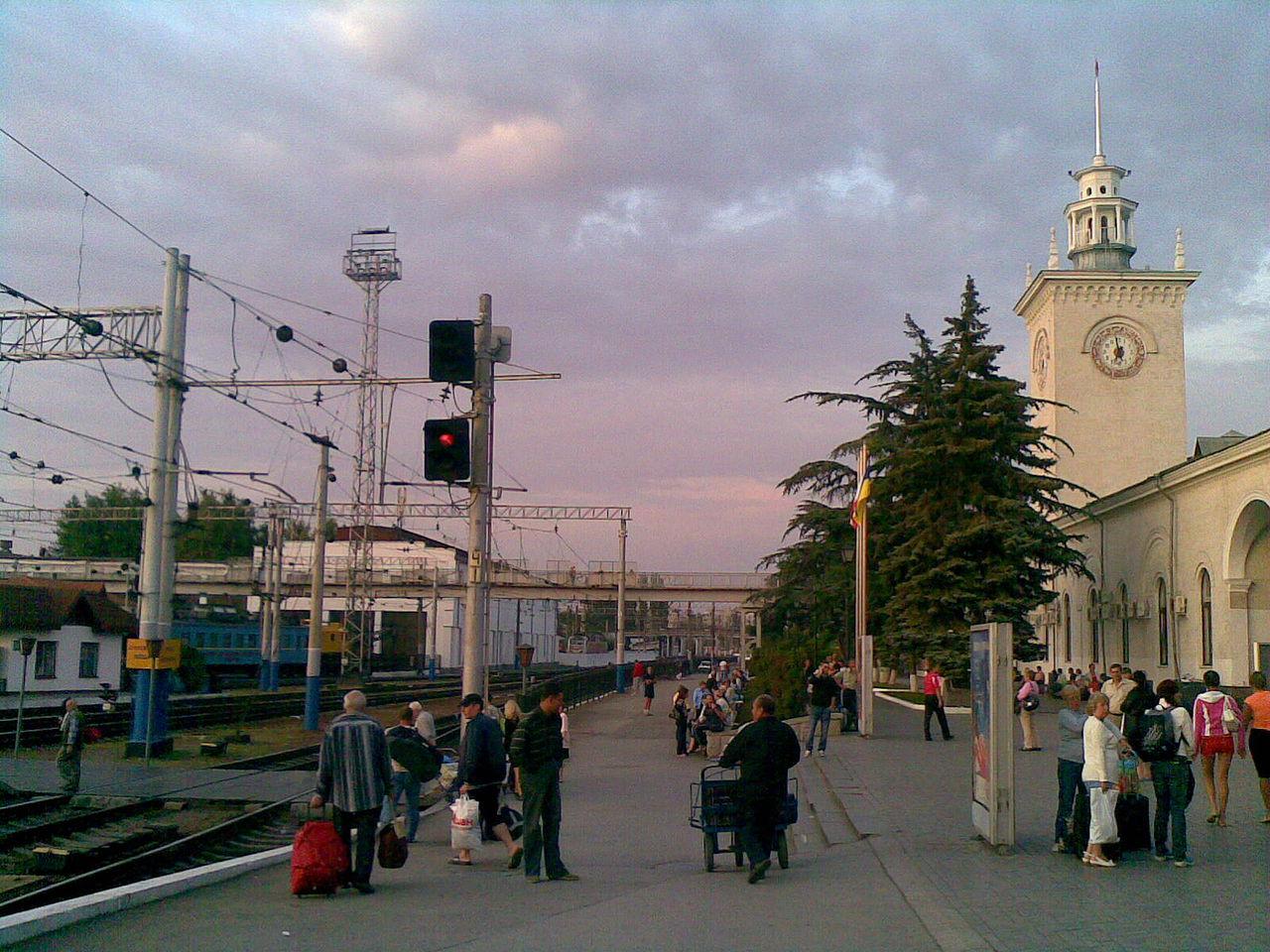 Железнодорожный вокзал Симферополя, платформа северного направления