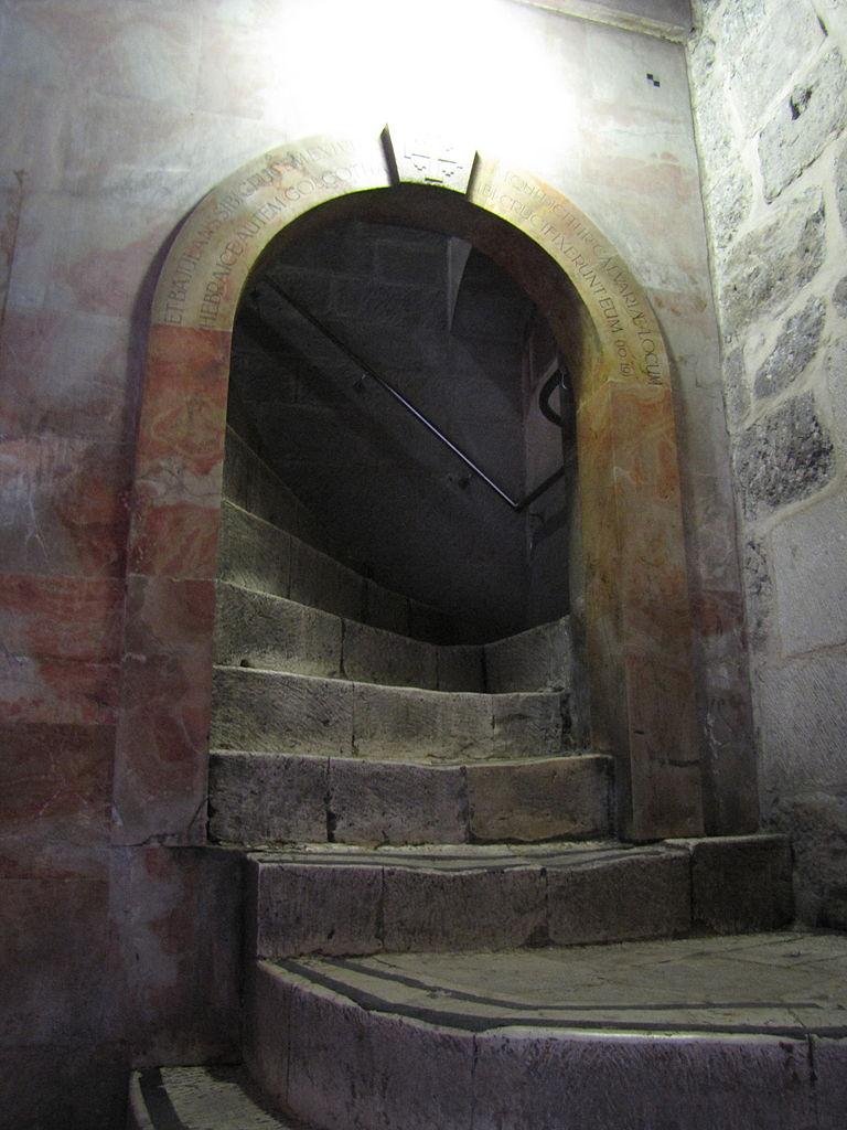 Храм Гроба Господня, лестница на Голгофу