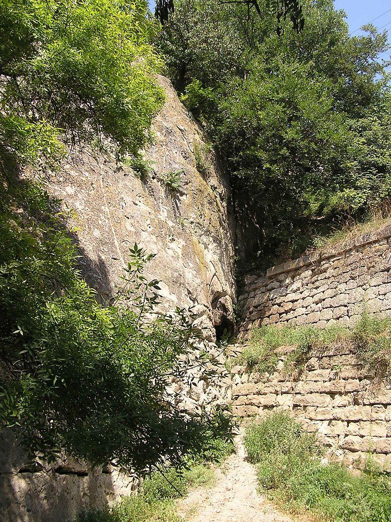 Инкерман, древние стены