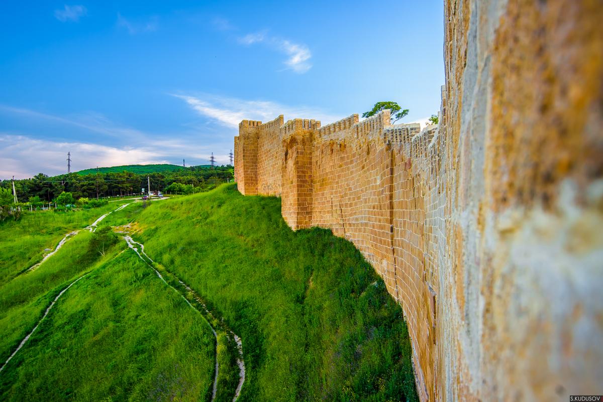 Стена цитадели Нарын-Кала