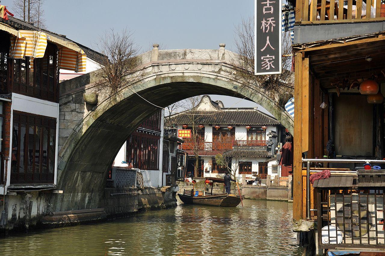 Город на воде Чжуцзяцзяо, один из каналов