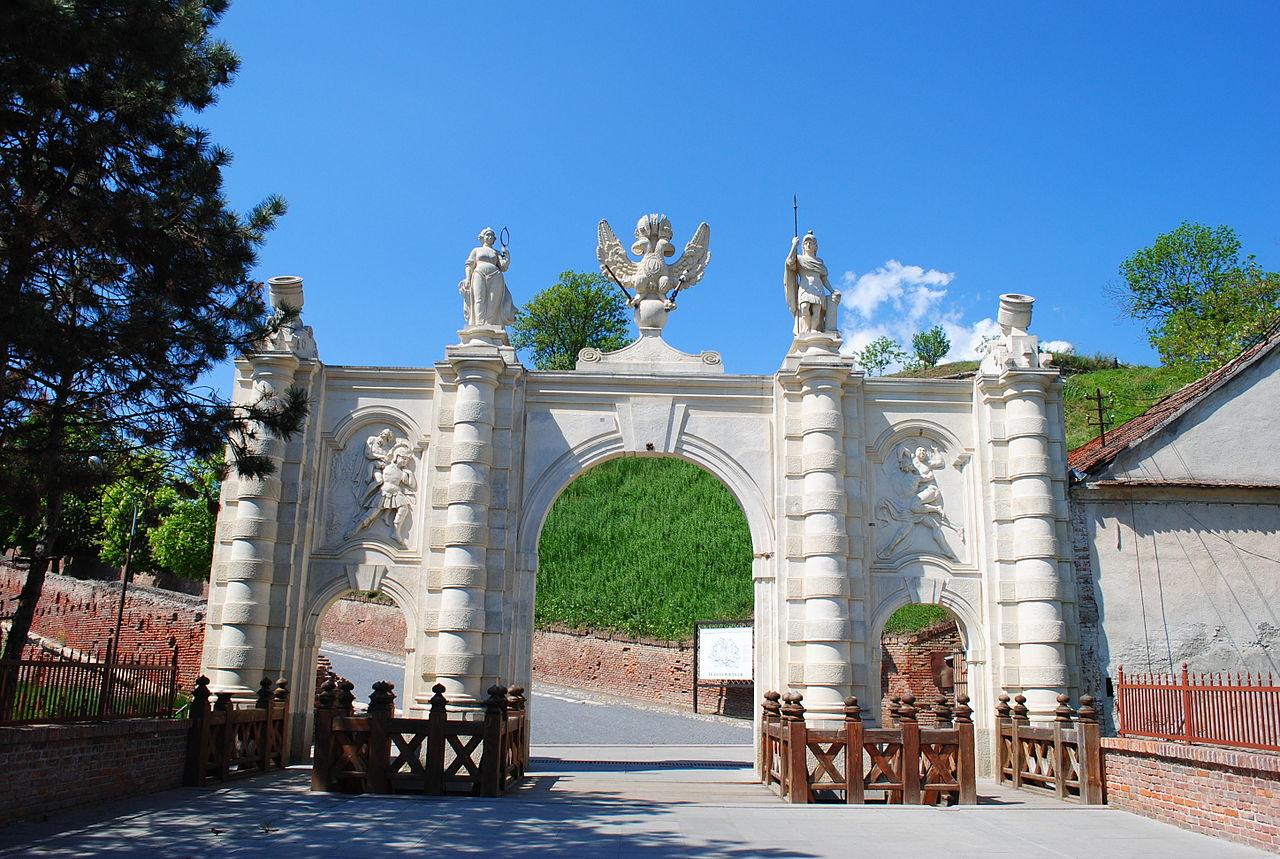 Крепость Алба-Юлия, первые ворота