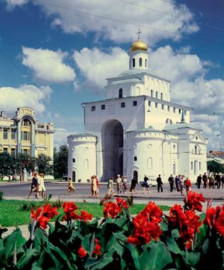 Вид на Золотые ворота во Владимире