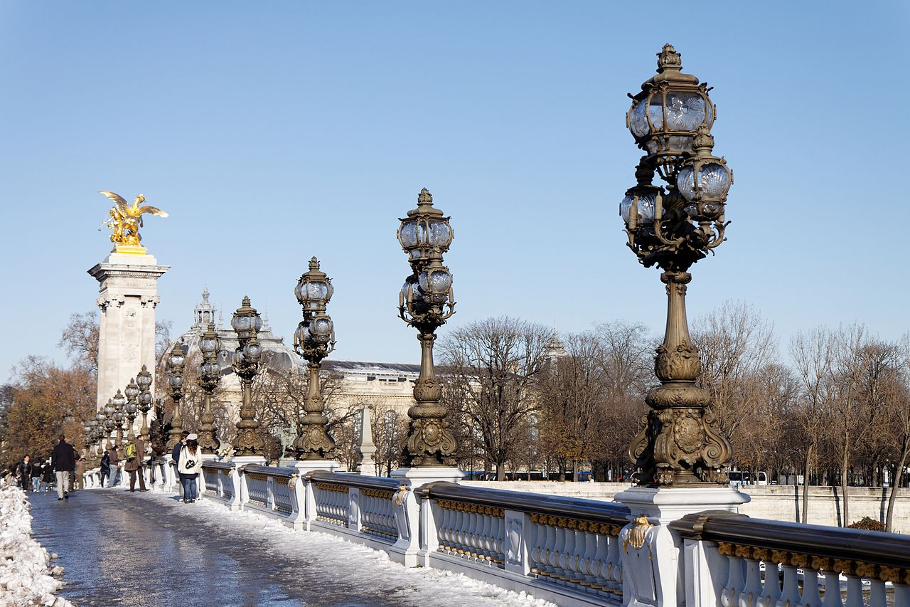 Мост Александра III, фонари