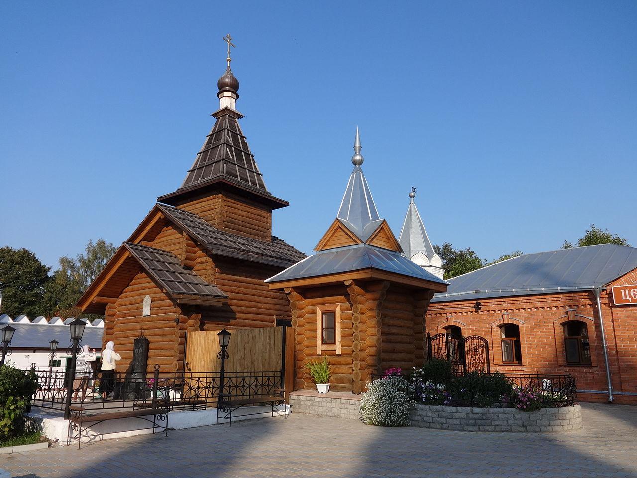 Свято-Троицкий монастырь, площадь Крестьянина