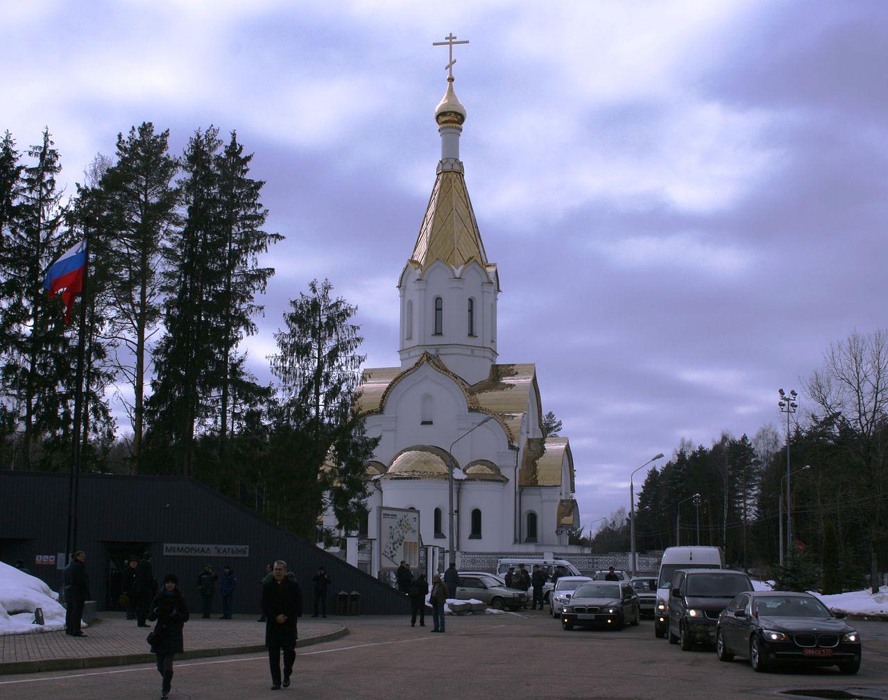 Мемориальный комплекс с крестом Бугуруслан Лампадка из покостовского гранита Любим