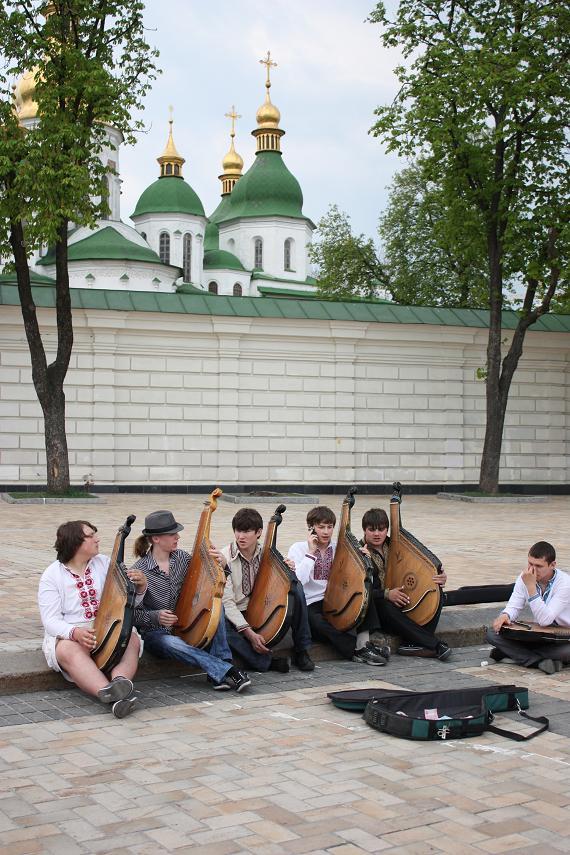 Перед Софией Киевской, Киев