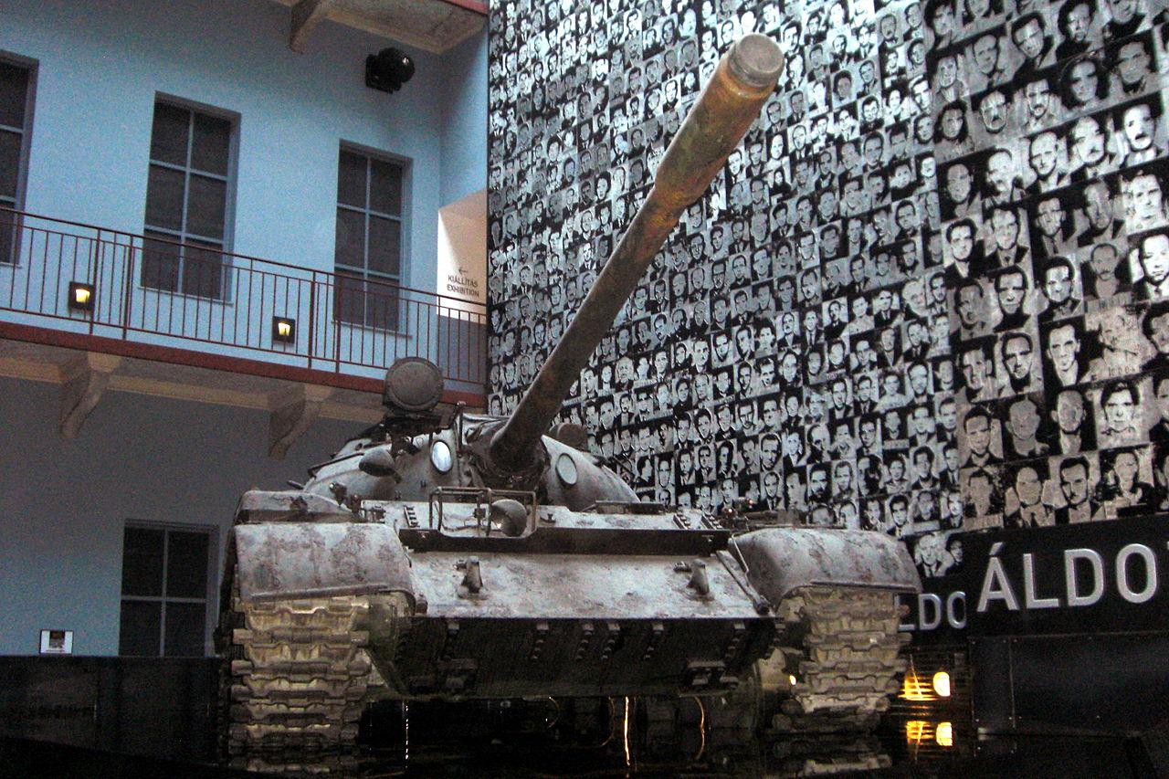 Музей террора в Будапеште, танк
