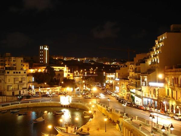 Сент-Джулианс ночью, Мальта.jpg