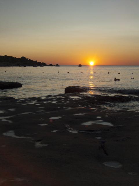 Закат на пляже Джнейна