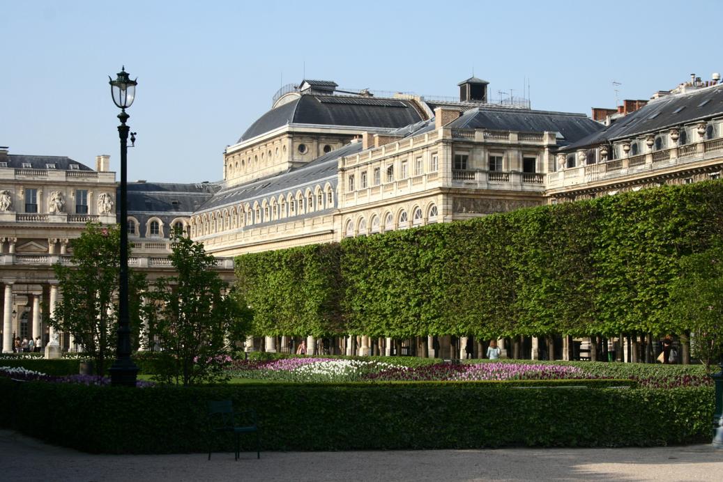 Королевский дворец, Париж