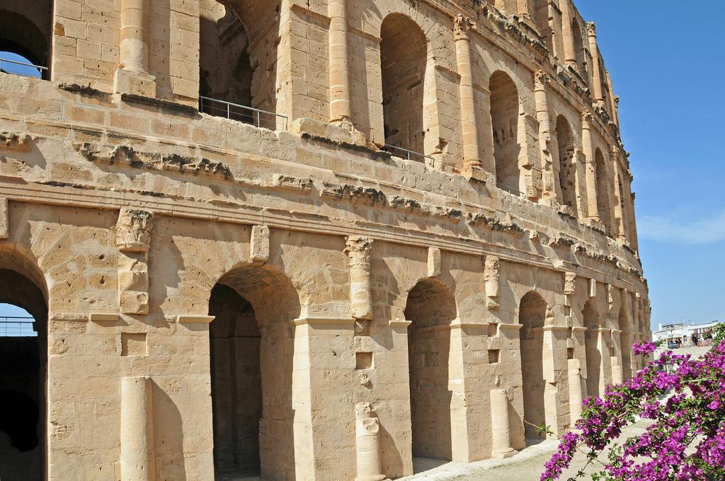 Фасад, Колизей в Эль-Джеме