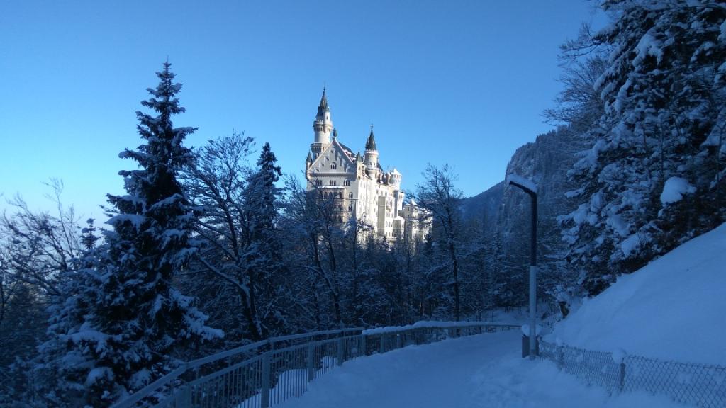 Зимние виды замка Нойшванштайн