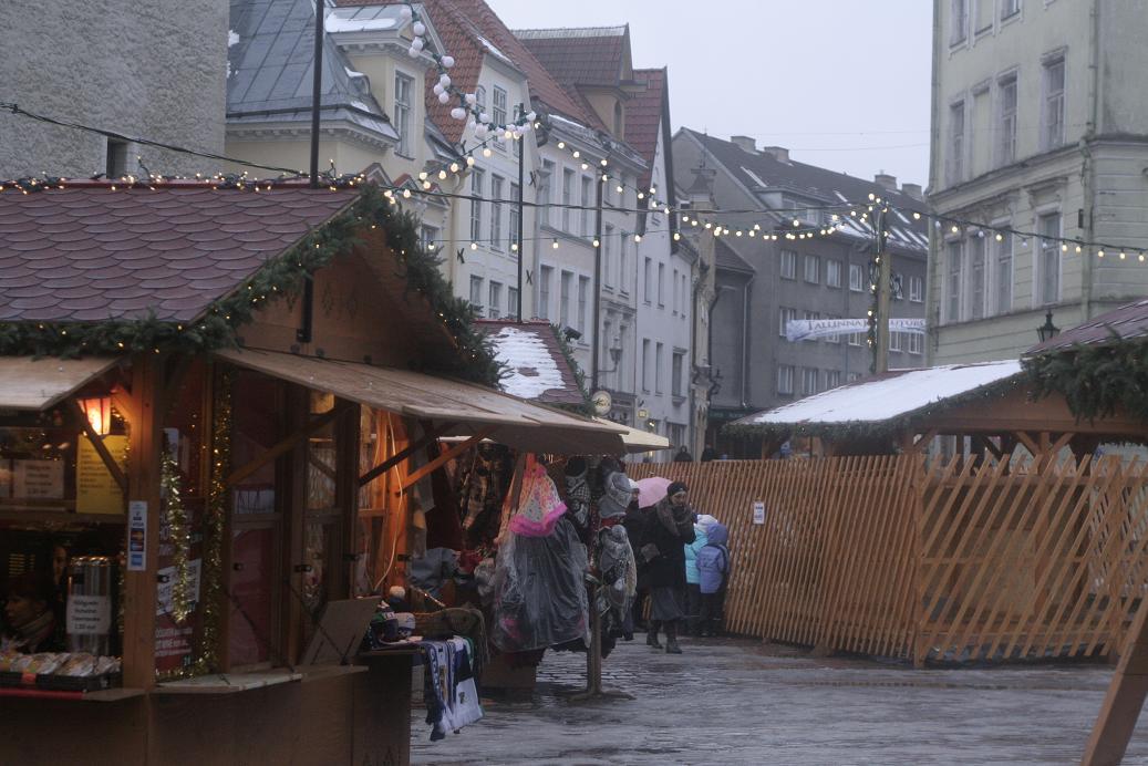 Лавка на рождественском базаре в Таллине