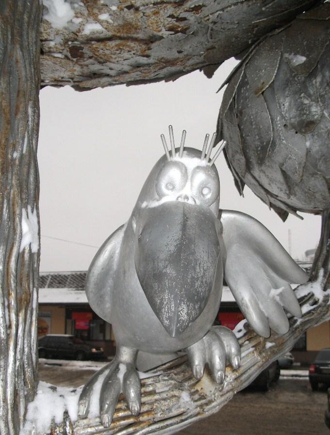 Памятник котенку с улицы Лизюкова, ворона