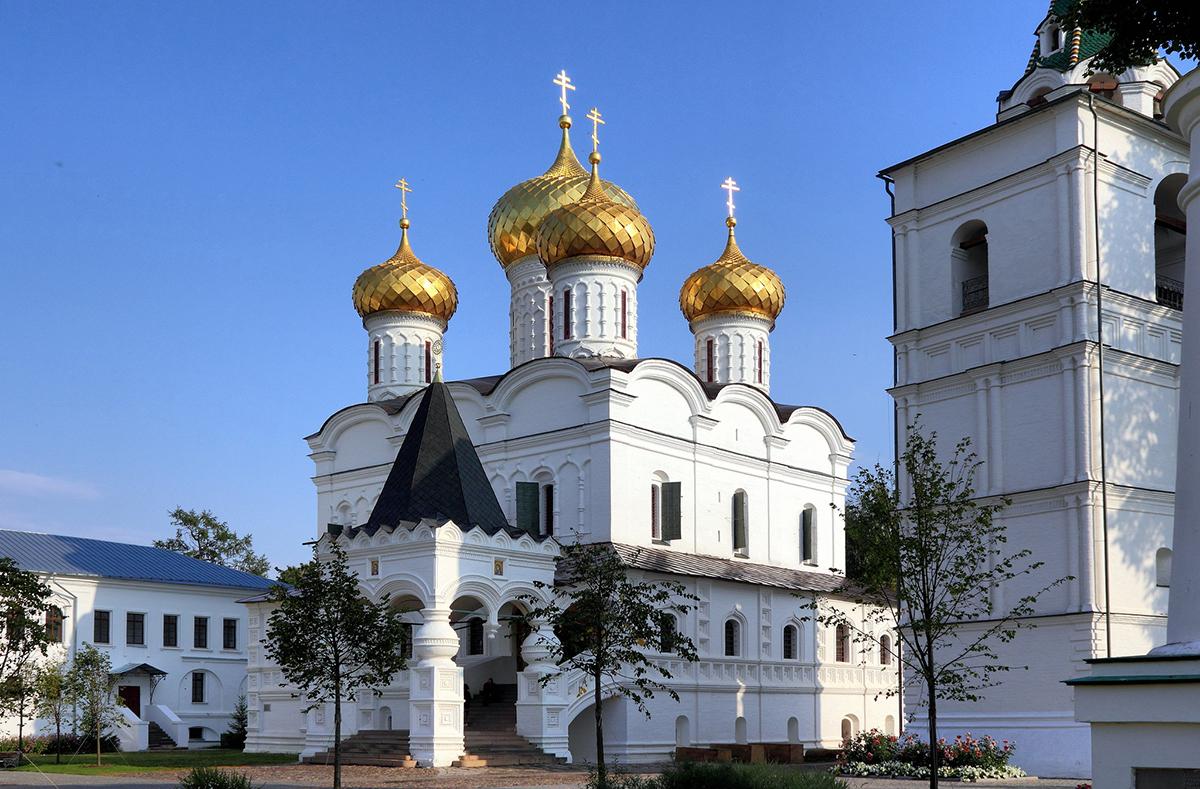 Свято-Троицкий Ипатьевский монастырь в Костроме, Кострома