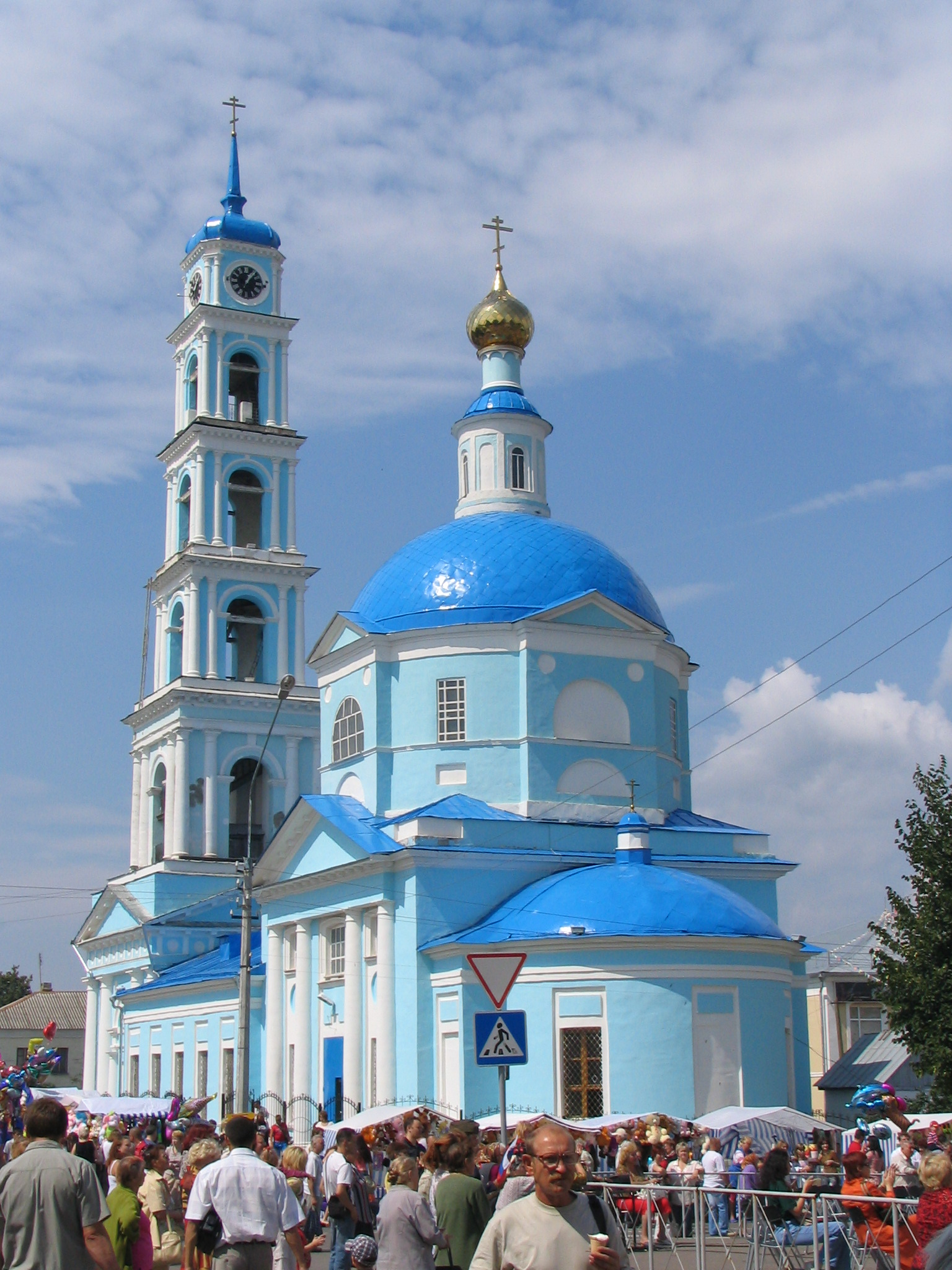 Введенская церковь в Кашире с голубым куполом