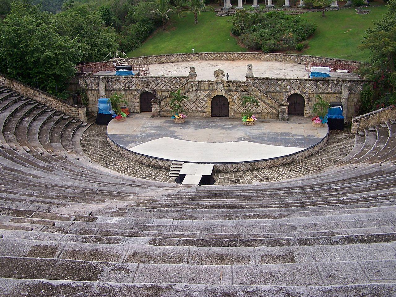 Альтос-де-Чавон, амфитеатр