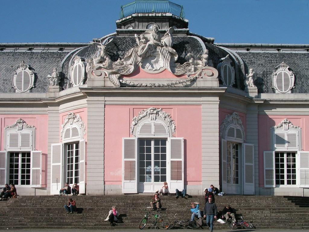 Дворец Бенрат, фасад