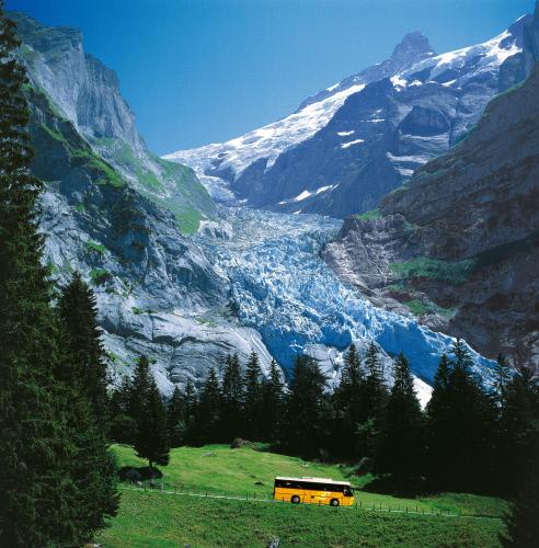 Почтовый автобус на Obere Гриндельвальд ледника.jpeg
