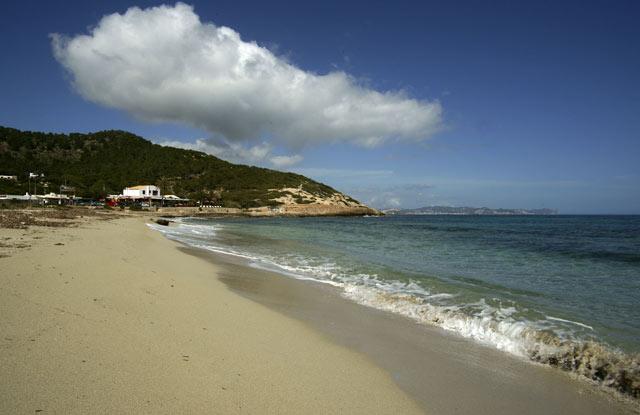 Пляж Platja de es Cavallet на Ибице.jpg