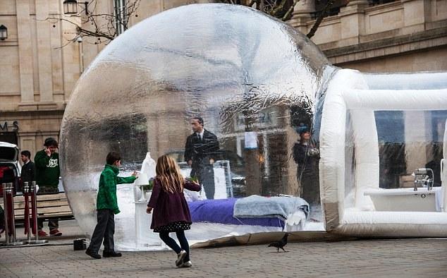 Отель в мыльном пузыре открылся в Англии