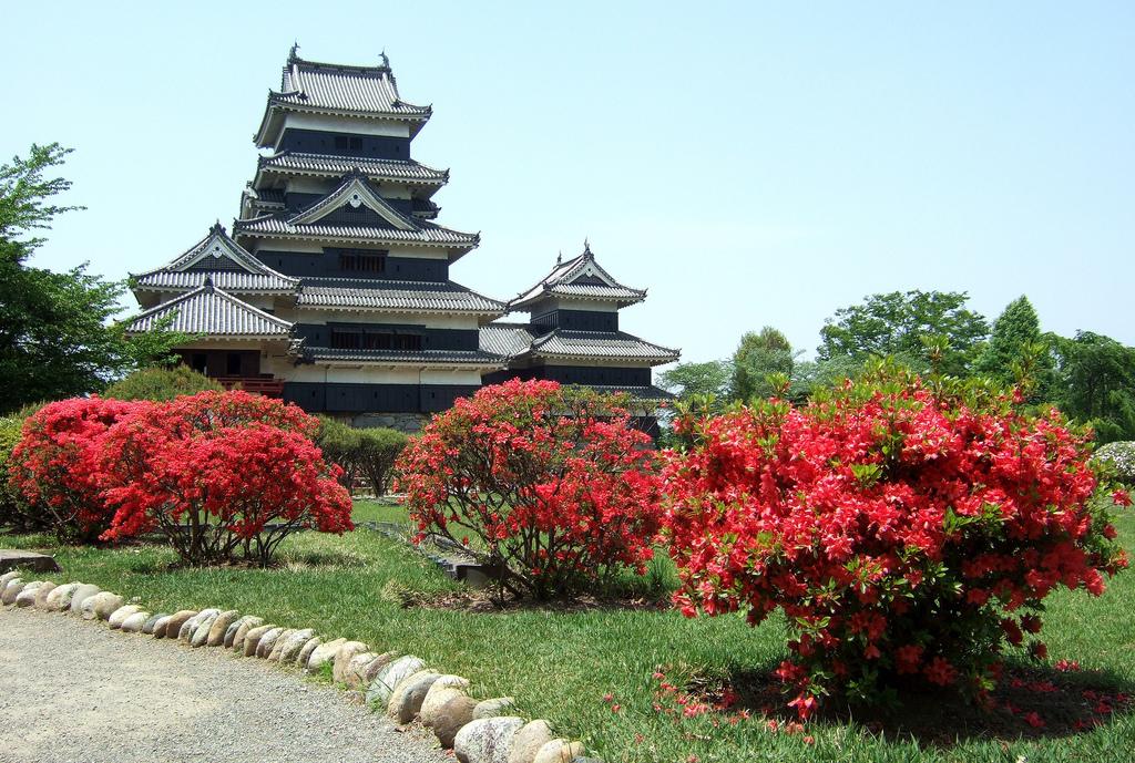 Весна в Японии, Замок Мацумото