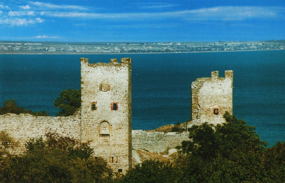 Вид на Генуэзскую крепость