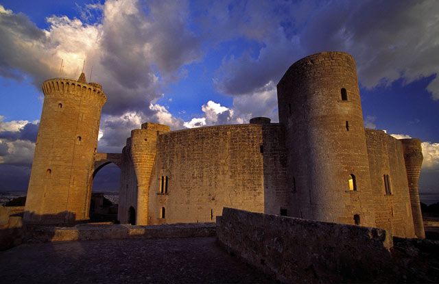 Замок Bellver в Пальма-де-Майорке.jpg