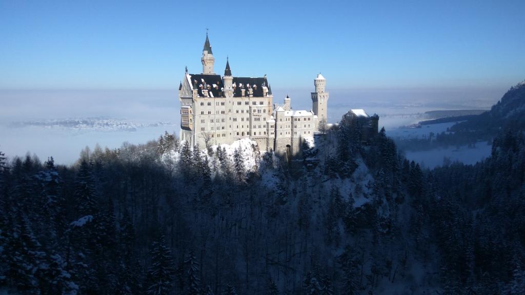 Зимние виды замка Нойшванштайн, Германия