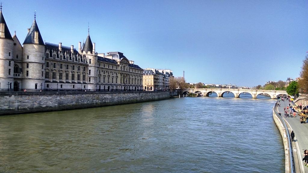 Замок Консьержери и набережная Сены, Париж