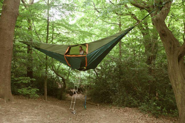 Отель Великобритании предлагает туристам заночевать в подвесной палатке
