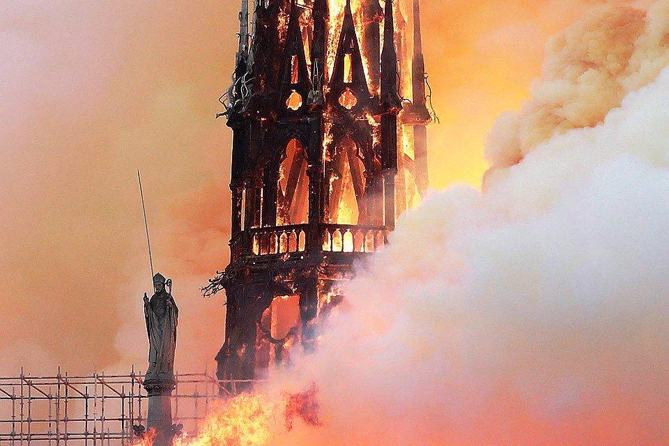 Пожар в Нотр-Дам-де-Пари фото, видео и реакция очевидцев 2