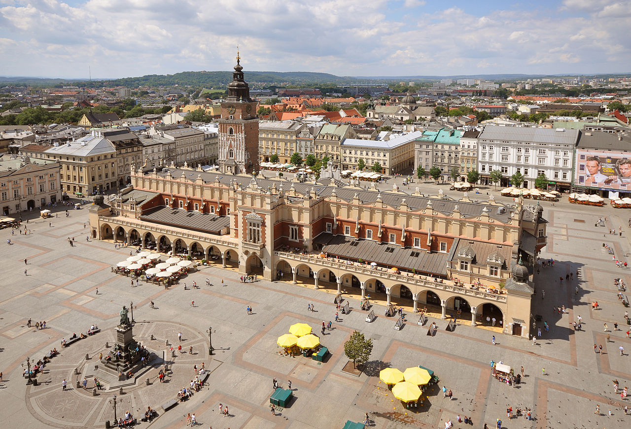 Рыночная площадь Кракова, Суконные ряды и памятник Адаму Мицкевичу