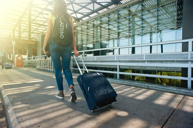 Adult-airport-arrival-1008155.jpg