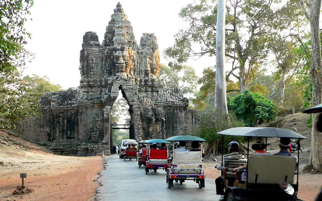 Дорога в музей в Ангкоре