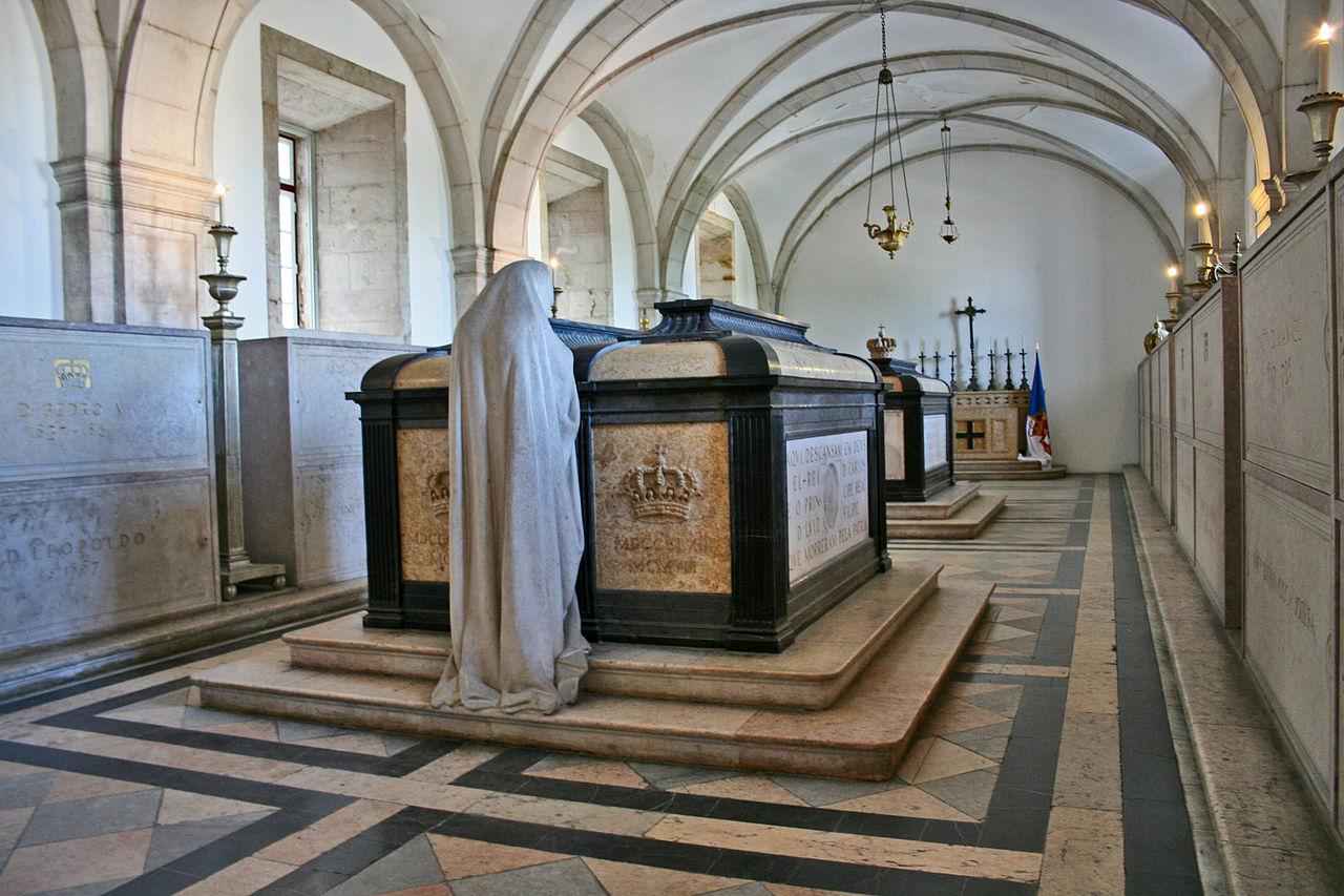 Монастырь Сан-Висенте-де-Фора, гробницы королей династии Браганса