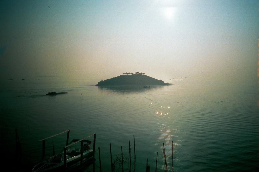 Остров на озереТайху