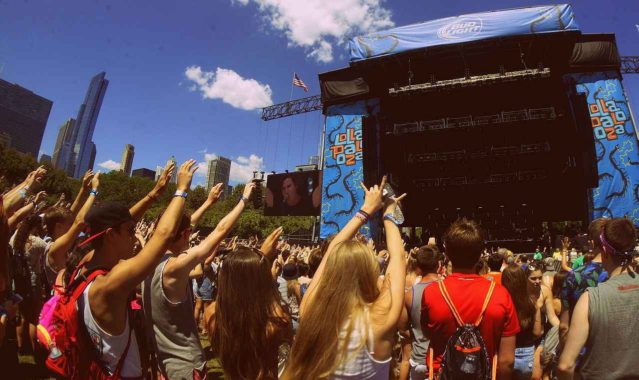 an introduction to the history of lollapalooza music festival 2010 An introduction to rock and its history 2nd edition explores the history of the rock music genre from its roots to where it is today, while exploring many of the genres that have developed from it covach has earned a bachelor of music, a master of music, a phd in music theory, earned several teaching citations and awards, and has authored.