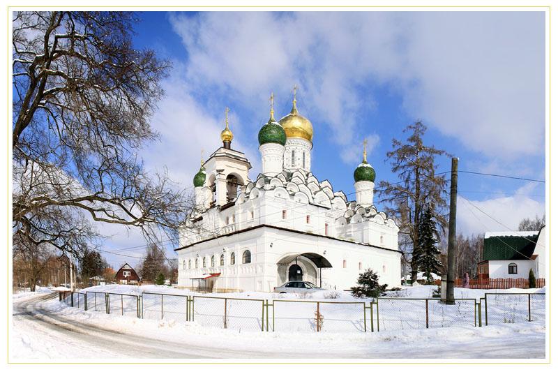 Церковь Николая Чудотворца зимой, Николо-Урюпино, Московская область