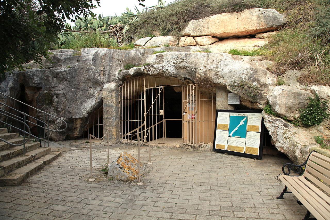 Вход в пещеру Гхар-Далам